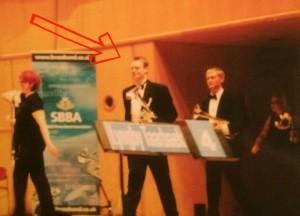 Tjek lige ham den flotte i smoking - på vej på scenen for at spille til EM i Scotland i 2004.
